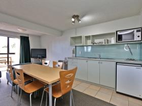 1 bedroom unit with kitchen