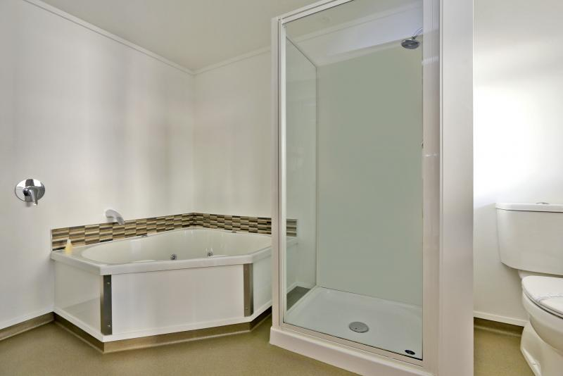 Spa bath studio unit